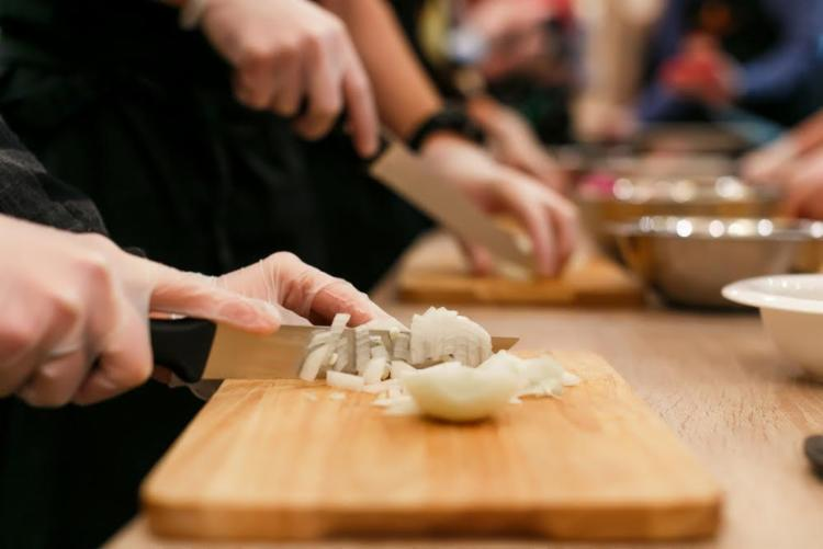 Há cursos nas áreas de culinária, habilidades manuais e apresentação pessoal - Foto: Divulgação