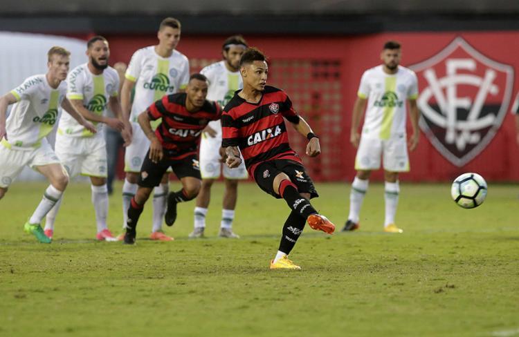 De pênalti, Neílton fez o único gol do Leão no jogo - Foto: Adilton Venegeroles l Ag. A TARDE