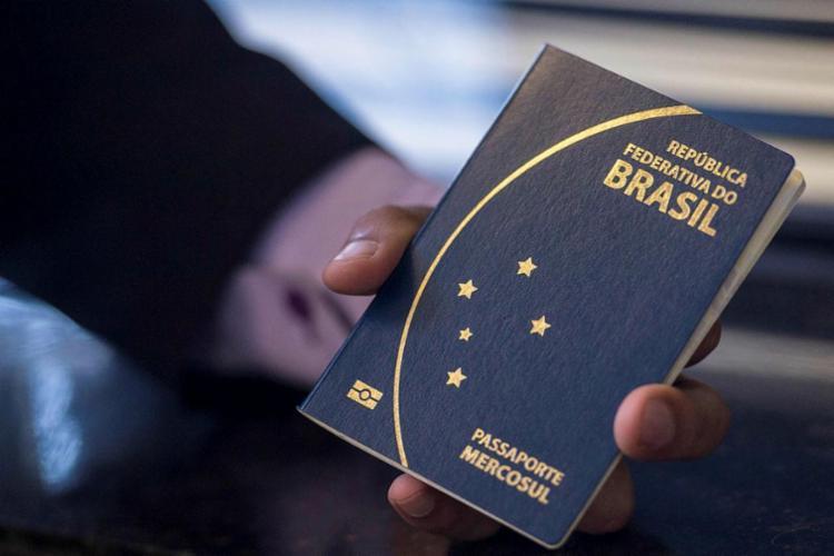 Documentos necessários para solicitar o passaporte serão apenas RG e CPF - Foto: Marcelo Camargo   Agência Brasil