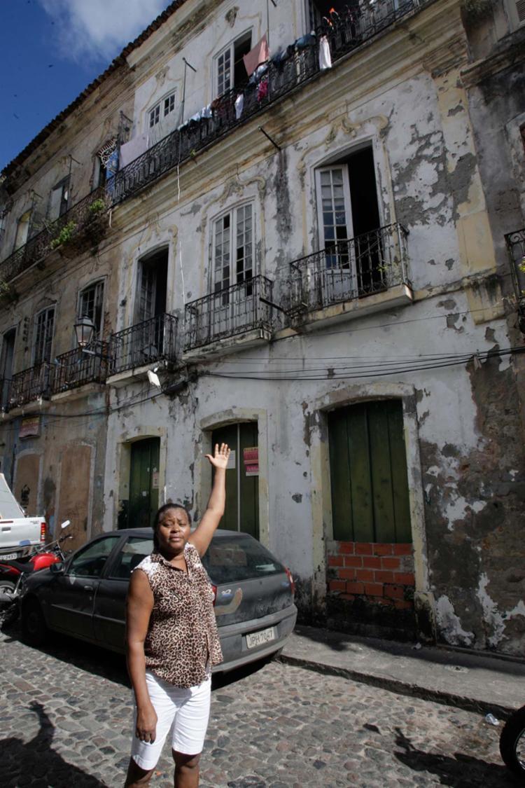 Sandra, que mora há 12 anos em casa provisória, vai receber chaves de imóvel dia 28 - Foto: Margarida Neide | Ag. A TARDE