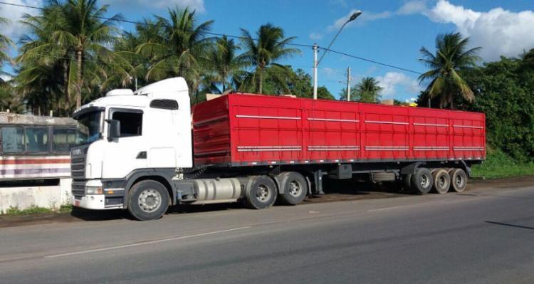 Policiais desconfiaram de atitude do motorista da carreta - Foto: Divulgação   PRF