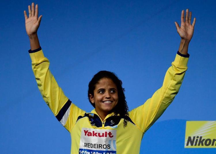 Ela é a primeira brasileira a conquistar medalha de ouro em piscina longa (50ms) - Foto: Martin Bureau   AFP