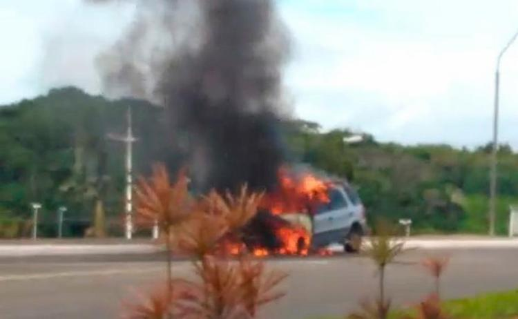 Bombeiros foram ao local e controlaram o fogo - Foto: Reprodução