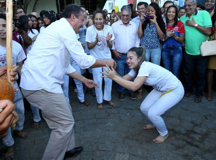 Governador interage com estudante em Itabuna - Foto: Manu Dias l Gov-BA