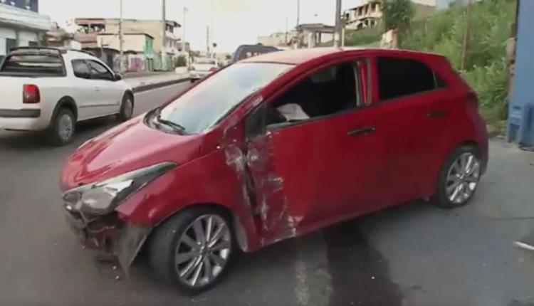 Policial civil ficou preso nas ferragens - Foto: Reprodução   TV Bahia
