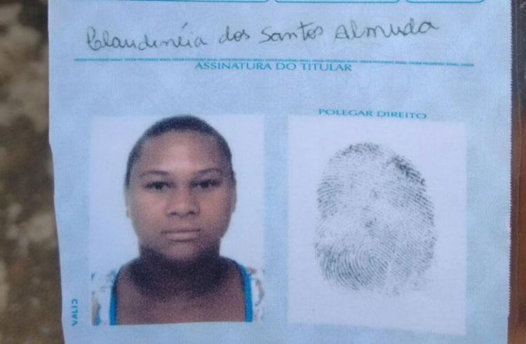 Claudinéia fugiu após o crime e é procurada pela polícia - Foto: Raul Aguilar   Ag. A TARDE