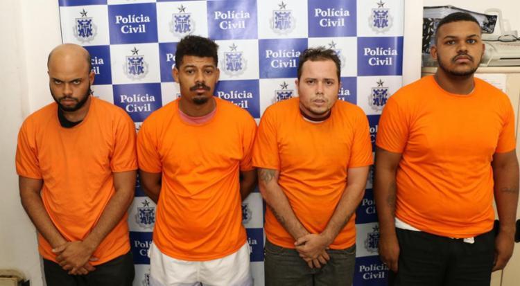 Todos foram autuados por porte ilegal de arma, asociação criminosa e associação ao tráfico de drogas - Foto: Alberto Maraux | SSP-BA