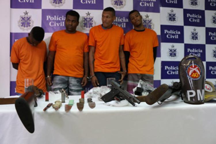 Suspeitos foram capturados com armas, drogas e munições - Foto: Alberto Maraux | SSP-BA