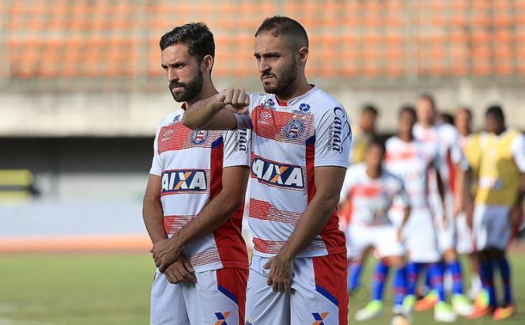 Com lesão, Allione não joga; Régis (D) briga por posição - Foto: Felipe Oliveira l EC Bahia l Divulgação