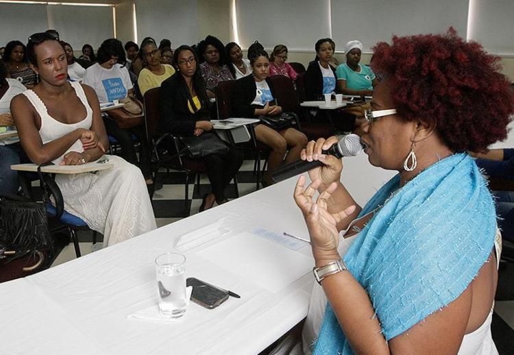 Fala da educadora Lindinalva de Paula no evento desta sexta-feira - Foto: Xando Pereira l Ag. A TARDE