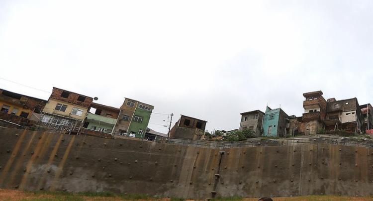 Em 2015, um deslizamento de terra causou a morte de 11 pessoas na localidade - Foto: Raul Spinassé l Ag. A TARDE l 29.03.2017