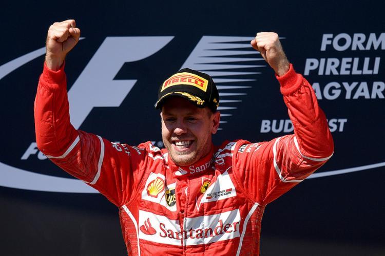 O piloto alemão chegou aos 202 pontos, contra 188 de Hamilton - Foto: Andrej Isakovic l AFP