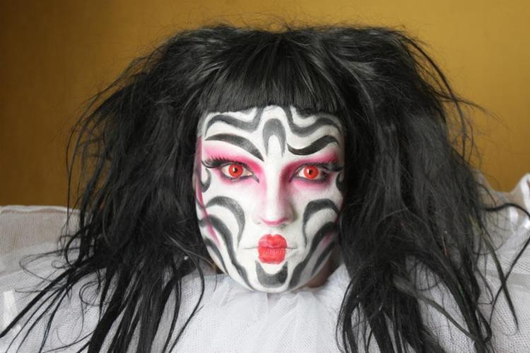 O designer Marcos Borges venceu um concurso nacional de maquiagem com a personagem Nina Codorna - Foto: Margarida Neide / Ag. A Tarde