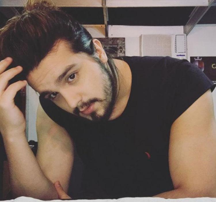 O cantor revelou que perdeu a virgindade na escada do seu prédio - Foto: Reprodução | Instagram
