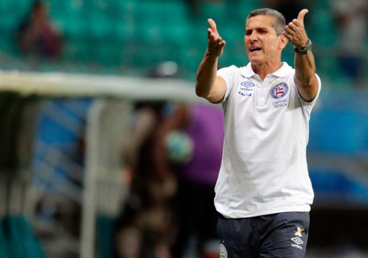 Jorginho comandou o time na derrota deste domingo, 30, contra o Sport na Fonte Nova - Foto: Raul Spinassé | Ag. A TARDE | 05.06.2017
