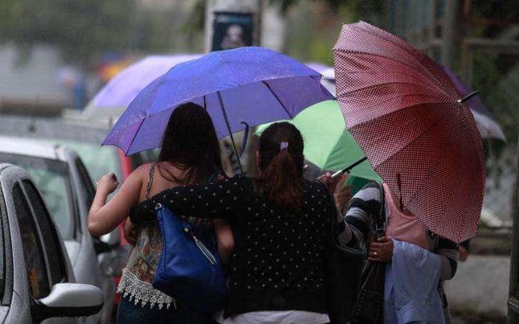 O tempo mais frio deve continuar nos próximos dias, com chuva esparsa - Foto: Joá Souza   Ag. A TARDE