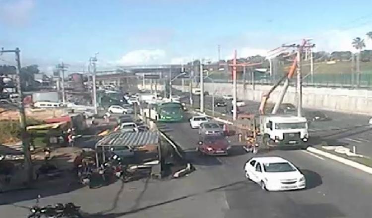 Operação acontece nas proximidades da concessionária Grande Bahia - Foto: Reprodução   Transalvador