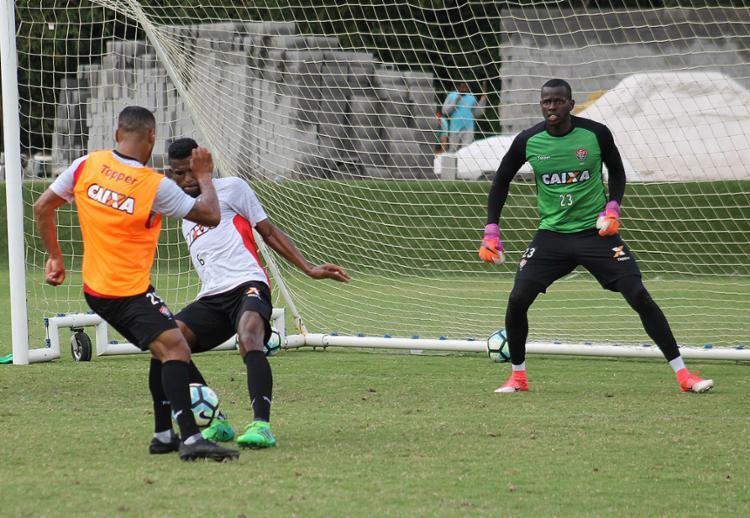 Goleiro Caíque será o titular do Leão contra a Ponte Preta no Barradão - Foto: Maurícia da Matta l EC Vitória