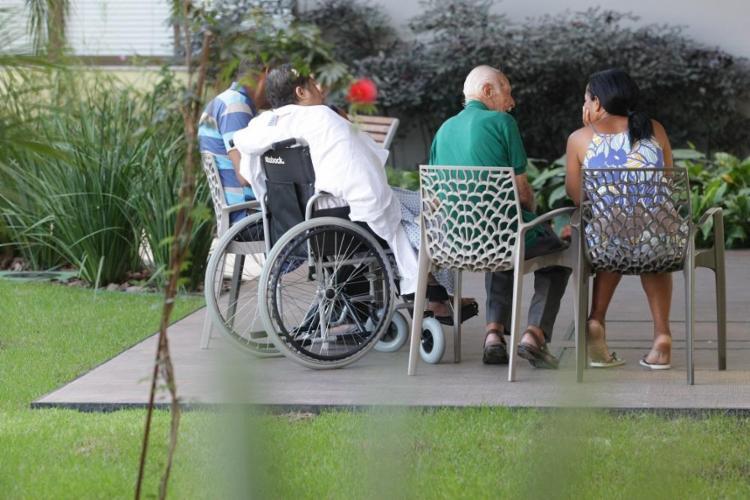 Pacientes da clínica Florence, única do Nordeste especializada em cuidados paliativos - Foto: Adilton Venegeroles / Ag. A Tarde