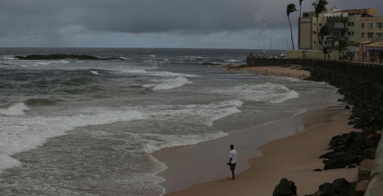 Ventos fortes deixam o mar agitado em Salvador - Foto: Joá Souza   Ag. A TARDE