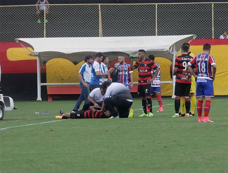 Kieza machucou o ombro durante jogo contra o Bahia - Foto: Margarida Neide | Ag. A TARDE