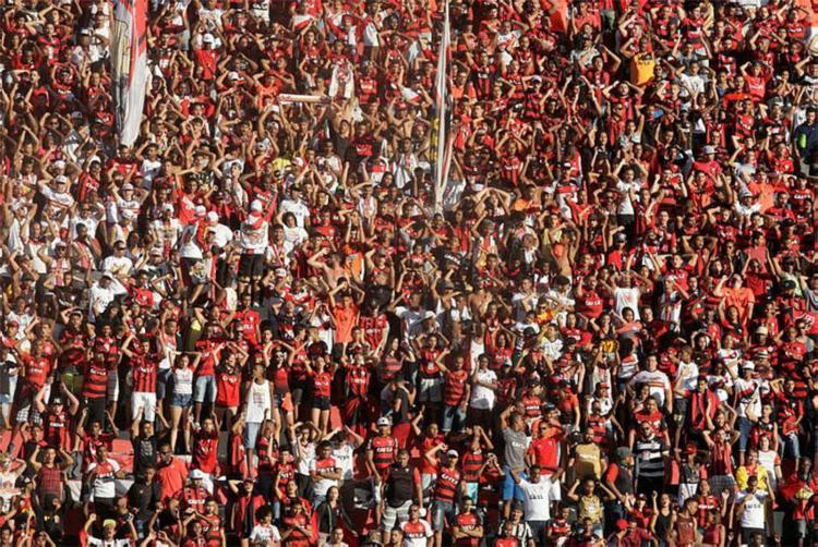 Torcedores com ingressos irregulares tiveram entrada barrada - Foto: Margarida Neide | Ag. A TARDE