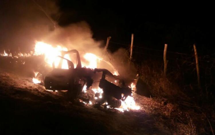 Carro pegou logo depois do acidente - Foto: Reprodução