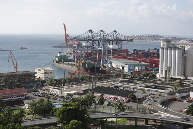 O navio passou por inspeção no Porto de Salvador esta quarta - Foto: Joá Souza   Ag. A TARDE   07.04.2017