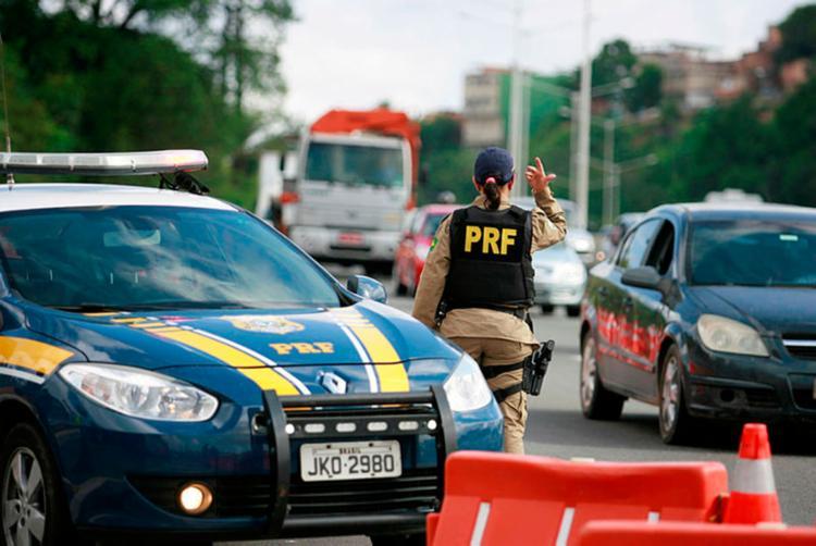 PRF informou que atenderá apenas chamados de acidentes com vítimas e crimes - Foto: Joá Souza | Ag. A TARDE