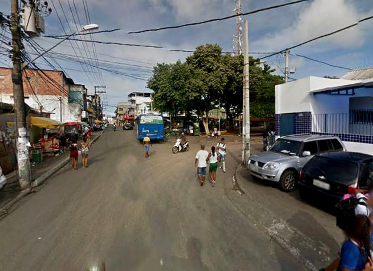 Jovem foi atingido por tiros na localidade da Baixa do Tubo, no final de linha de Cosme de Farias - Foto: Reprodução | Google Maps