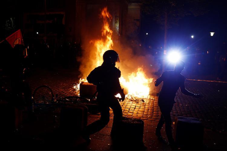 Polícia fez uso de gás lacrimogêneo e canhões de água para dispersar a multidão - Foto: Odd Andersen l AFP
