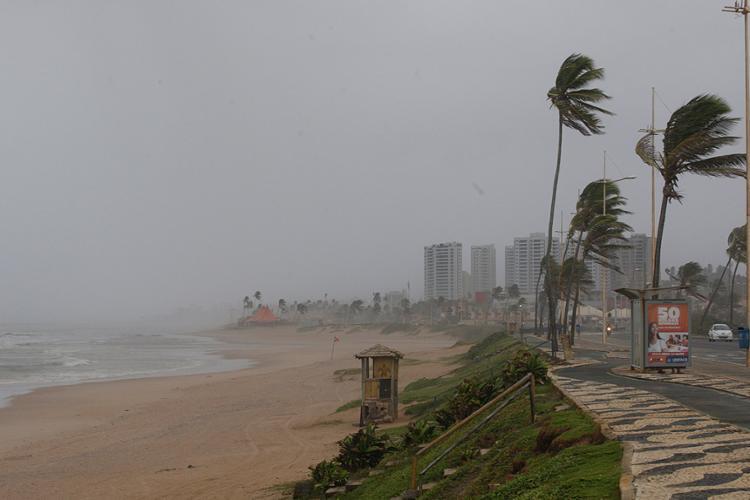 Os fortes ventos são comuns em julho e agosto - Foto: Margarida Neide l Ag. A TARDE l 4.7.2017