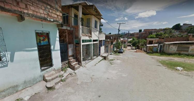 Vítima estava na porta da casa da namorada quando foi baleada - Foto: Reprodução | Google Maps