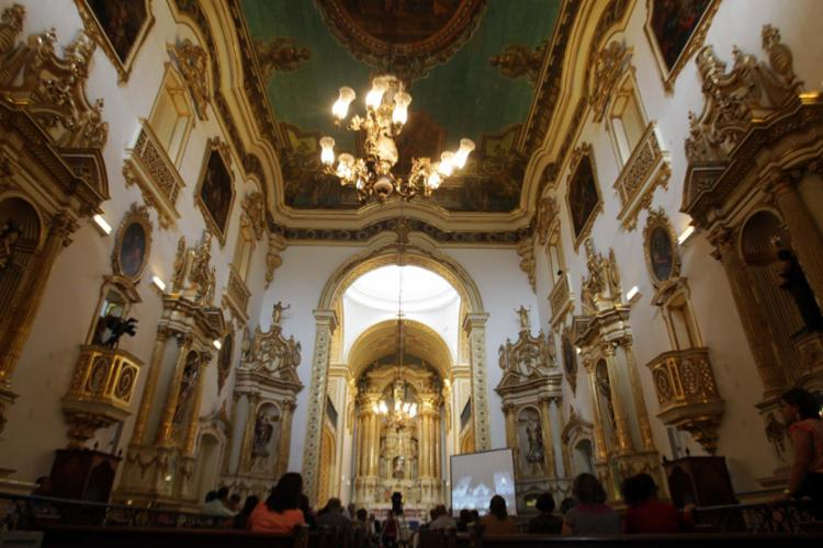 Interior da igreja que fica no bairro de Nazaré, em Salvador, e foi erguida no ano de 1747 - Foto: Raul Spinassé | Ag. A TARDE