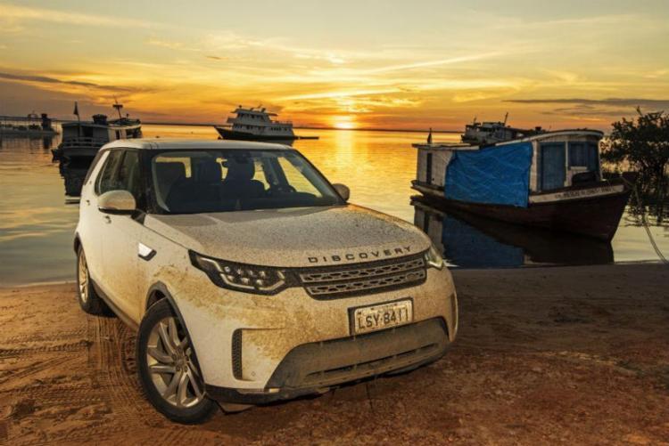 Discovery tem sistema Terrain Response com modos de condução em grana, areia, lama e neve - Foto: Land Rover | Divulgação