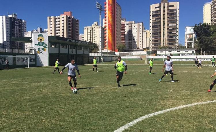 O técnico Gallo fez nesta sexta-feira, 7, o último treino antes da partida, no CT da Serrinha, já em Goiás - Foto: Moysés Suzart l EC Vitória