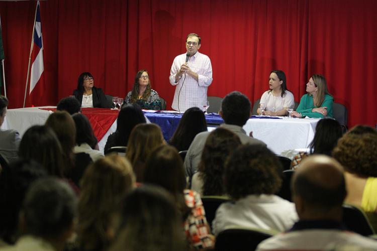 Secretário da Educação fala em evento nos Barris - Foto: Raul Spinassé l Ag. A TARDE