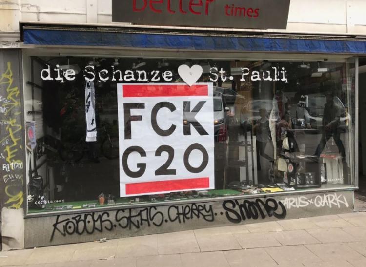 Lojas e muros pichados, saques e muita violência nos protestos anti-G20 - Foto: Douglas Randal Ferreira | A TARDE SP