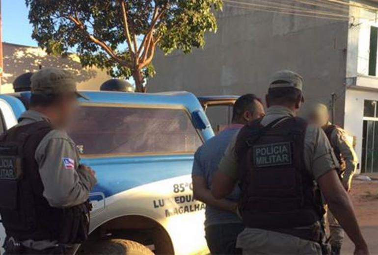 Homem é preso após ameaçar a ex-mulher e provocar acidente com carros