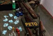 Armas, drogas e fardas camufladas são apreendidas em Simões Filho | Foto: