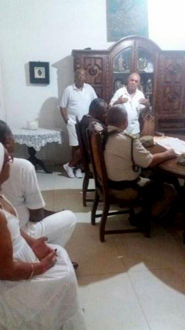 Doté Amilton Costa recebeu representantes da SSP e da PM para tratar sobre invasão do terreiro - Foto: Arquivo pessoal