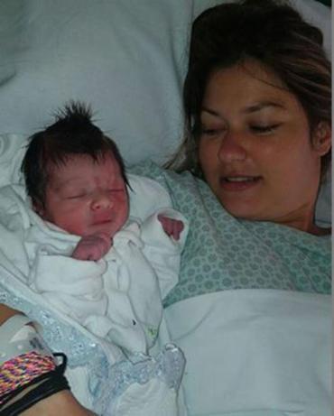 Laina, esposa de Isaquias, em foto com o filho Sebastian, em Belo Horizonte - Foto: Instagram l Reprodução