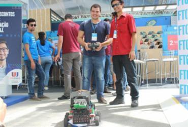 Robô criado por estudantes baianos ajuda a coletar lixo urbano |
