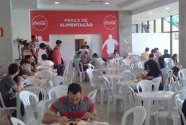 Campuseiros desfrutam de espaço para alimentação na Arena Fonte Nova |