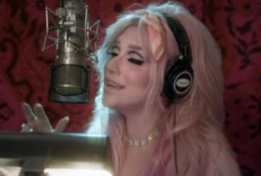 """Kesha lança novo álbum e clipe para a música """"Rainbow"""""""