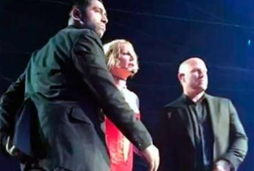 Fã invade palco em show de Britney Spears e agride seguranças