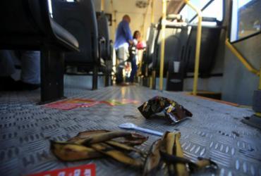 Lixo deixado em ônibus compromete higiene de coletivos e saúde das pessoas