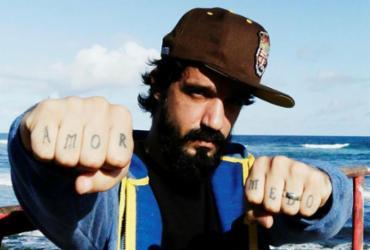 De volta à carreira solo, Pedro Pondé apresenta disco com inéditas