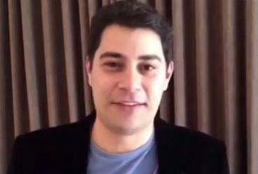 Evaristo Costa anuncia que vai doar 100 gravatas para caridade