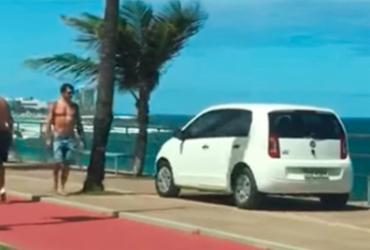 Motorista é flagrado dirigindo em calçada da Barra
